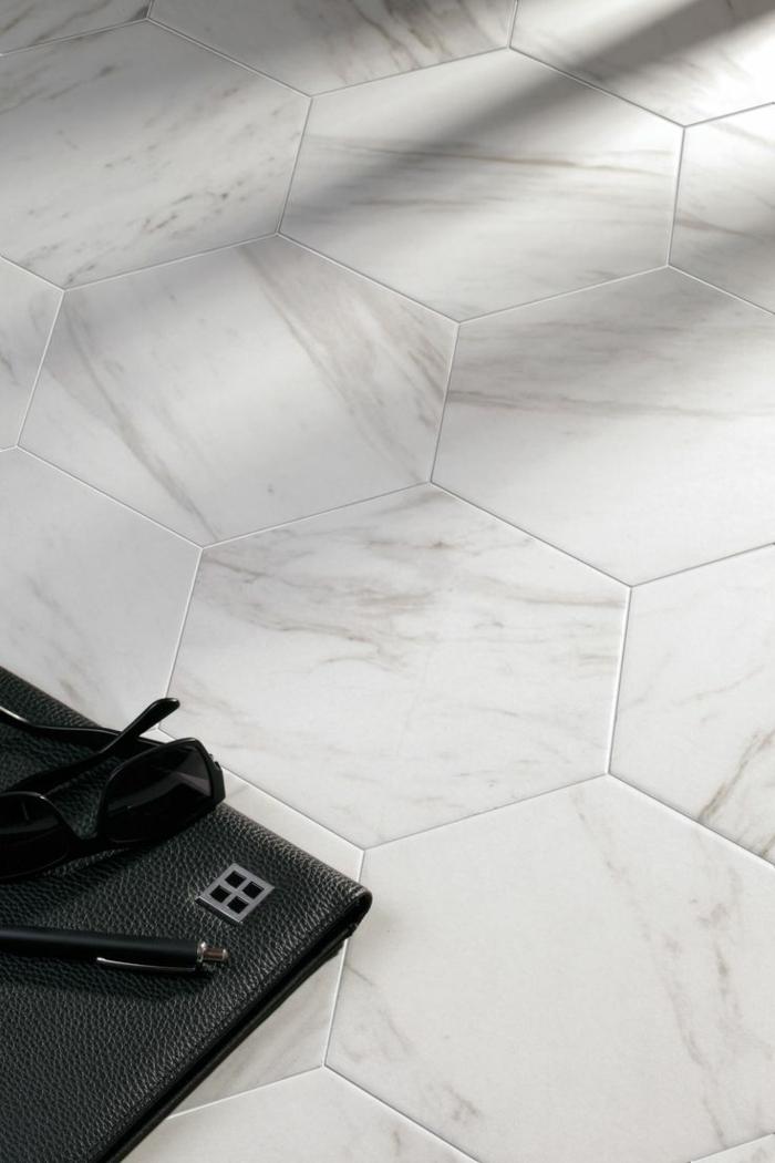 keramikfliesen einrichtungsbeispiele wohn schwarz weiß marmor