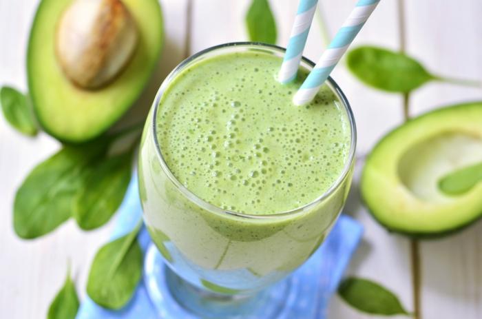 ketogene diät gesunde fette fettsäuren avocado spinat smoothie rezept