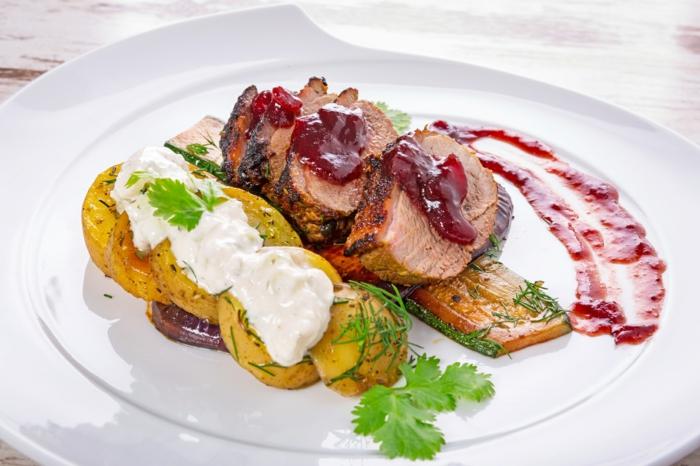 ketogene diät gesunde fette fettsäuren gedünstetes gemüse kartoffeln zwiebeln zucchini