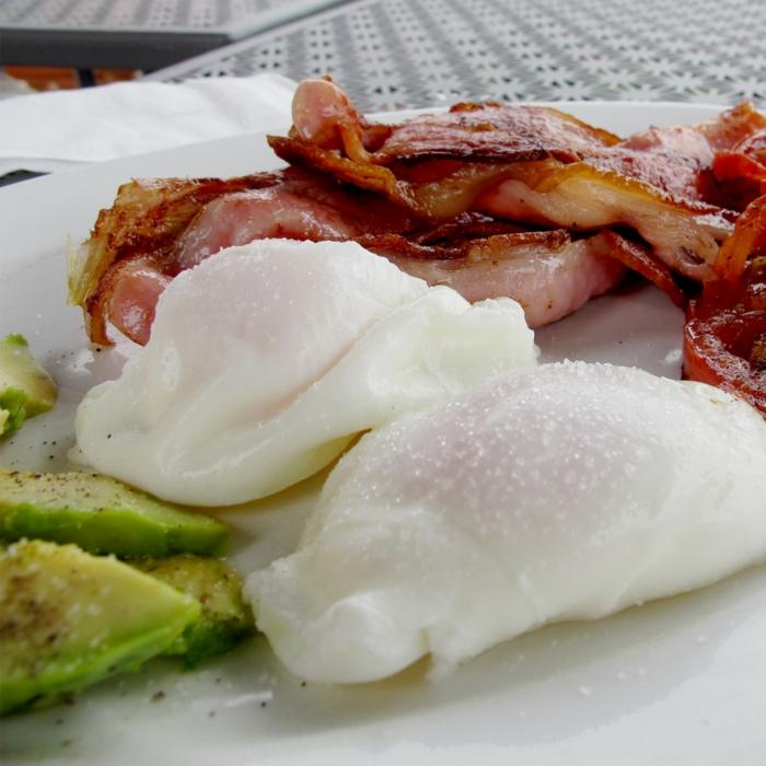 ketogene diät gesunde fette speck eier avocado proteine