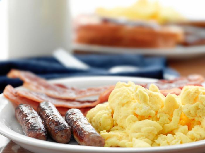 ketogene diät gesunde fette speck würstchen kartoffelpüree