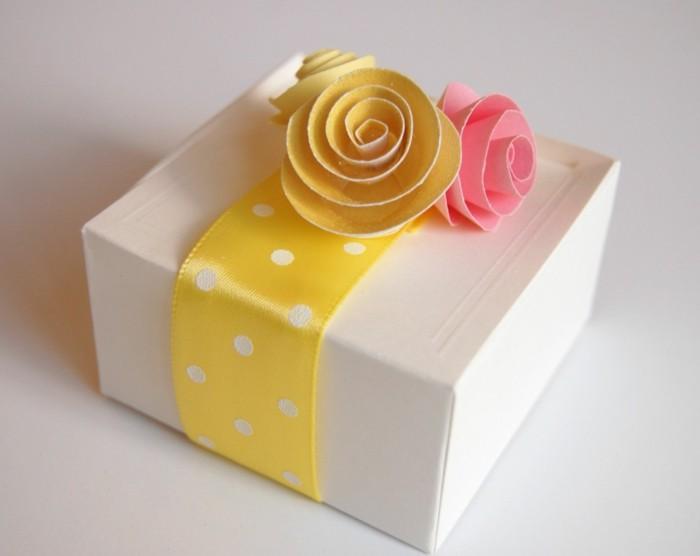 kreativ basteln kisten geschenke farbiges band dekorieren