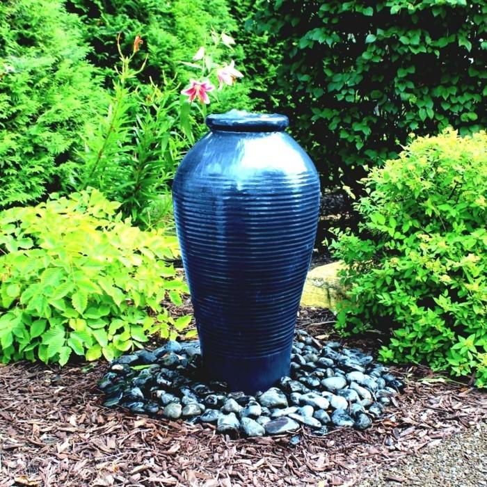 kreative gardenideen brunnen wasser pflanzen