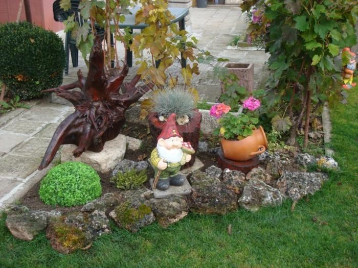 kreative gardenideen steine pflanzen gartenfiguren