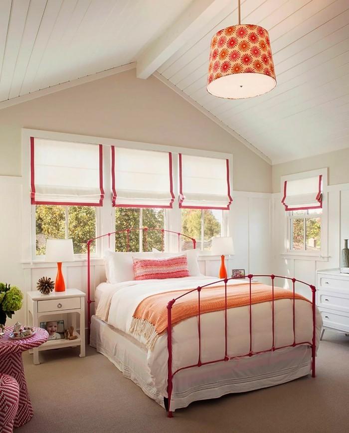 landhausstil schlafzimmer rote akzente und dachschräge