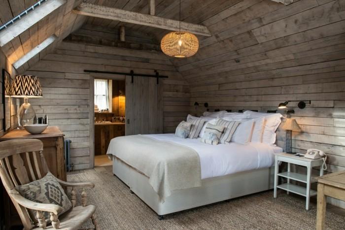 landhausstil schlafzimmer stilvoll und gemütlich mit schaukelstuhl