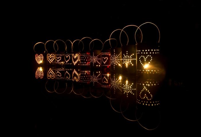 laterne lampion indirekte beleuchtung lichtfest lichterkette mysterie löcher