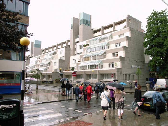 massivhaus bauen london bloomsbury brunswick center fassade terrassen brutalismus architektur