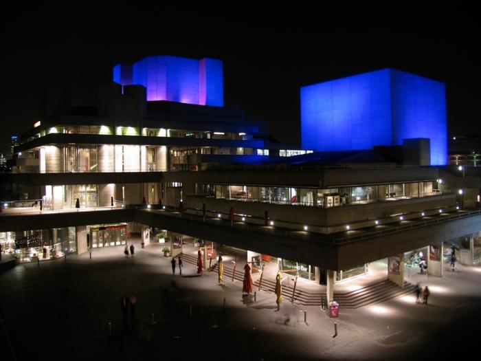 massivhaus bauen london nationaltheater brutalismus architektur modern beton