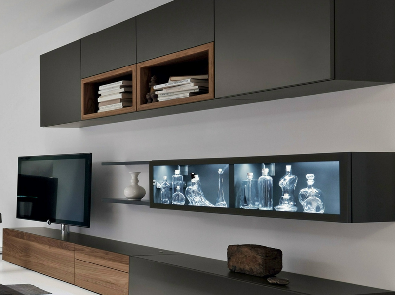 Die moderne wohnwand ist praktisch und bietet viel stauraum an for Moderne wohnwand