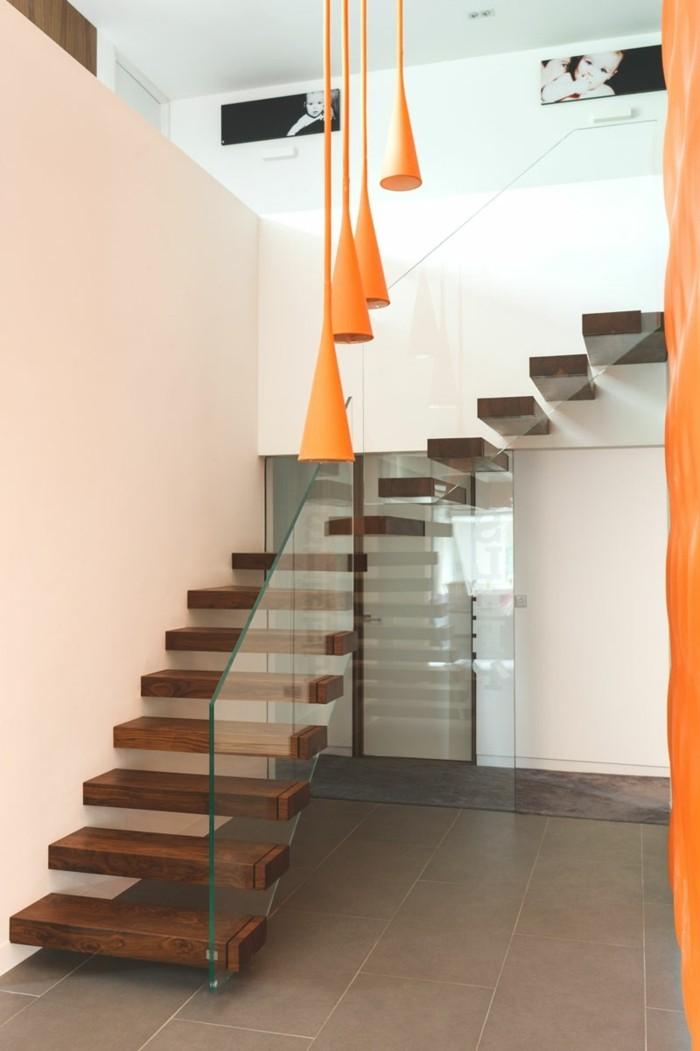 moderne treppen hölzern schwebend gläsernes treppengeländer
