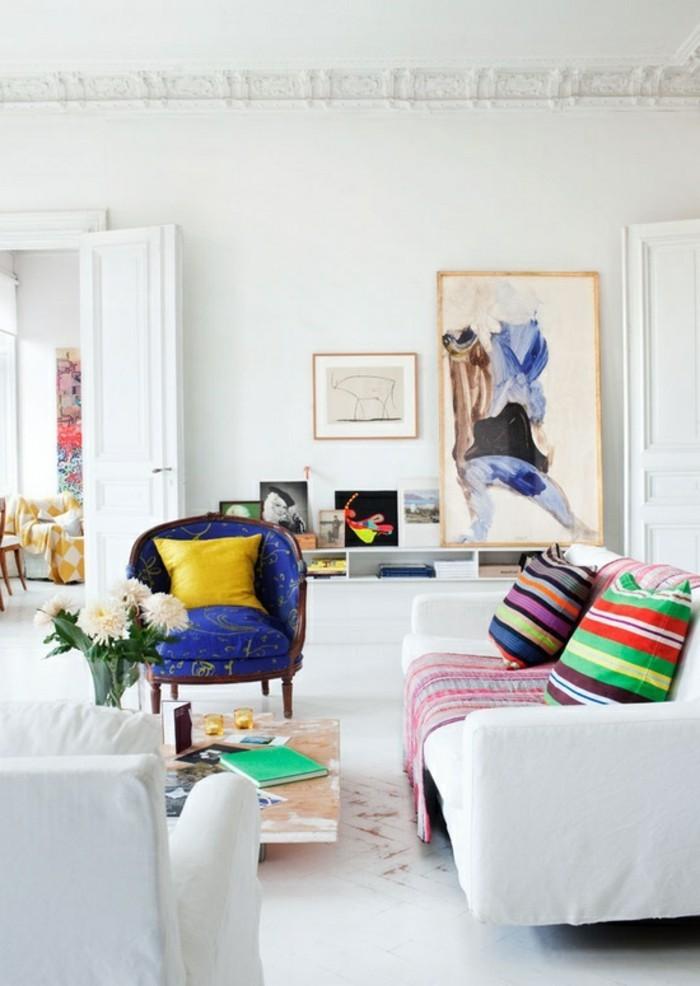 schönes wohnzimmer einrichten ideen farbige akzente weiße möbel