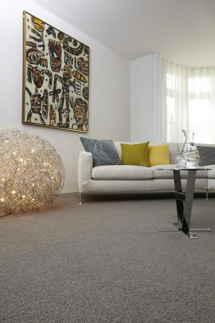 schönes wohnzimmer einrichten ideen grauer teppichboden dekokissen