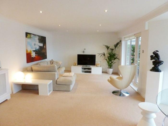 schönes wohnzimmer einrichten ideen teppichboden fernseher weiße wände
