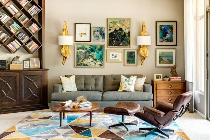 schönes wohnzimmer farbiger teppich bücherregale relaxsessel