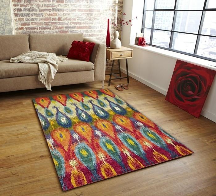Schönes Wohnzimmer Farbiger Teppich Beiges Sofa Weiße Wände