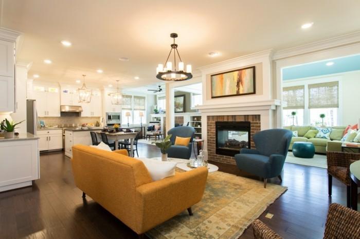 schönes wohnzimmer gelbes sofa heller teppich einbauleuchten