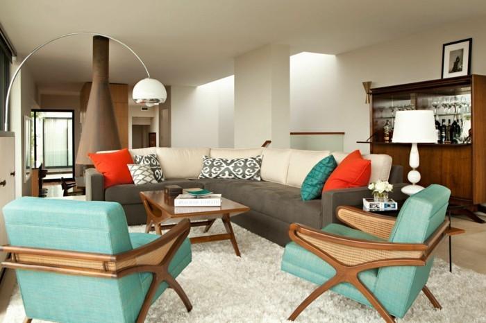 schönes wohnzimmer grüne sessel weißer teppich dekokissen