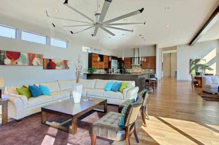 schönes wohnzimmer offener wohnplan bereiche absondern dekokissen wanddeko