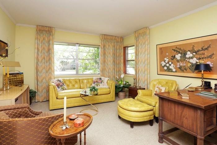 schönes wohnzimmer retro interieur gelbe möbel hellgelbe wände