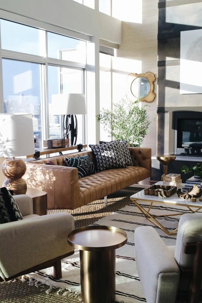 schönes wohnzimmer streifenteppich hellbraunes ledersofa