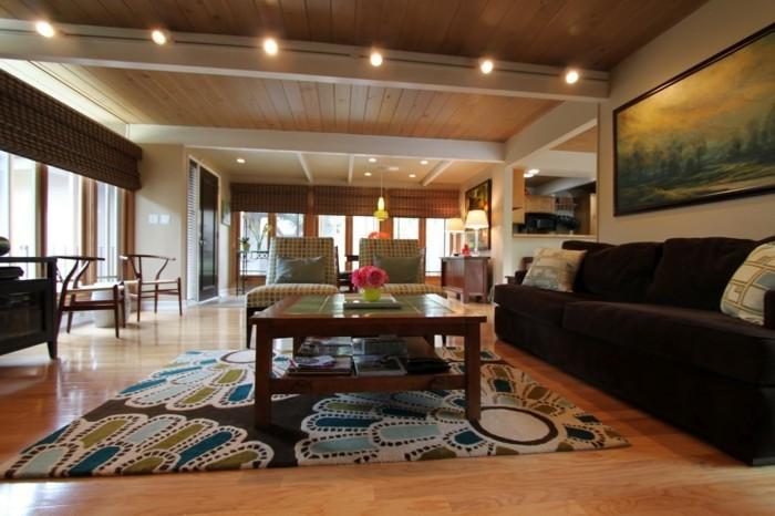 schönes wohnzimmer teppich blumen schickes braunes sofa