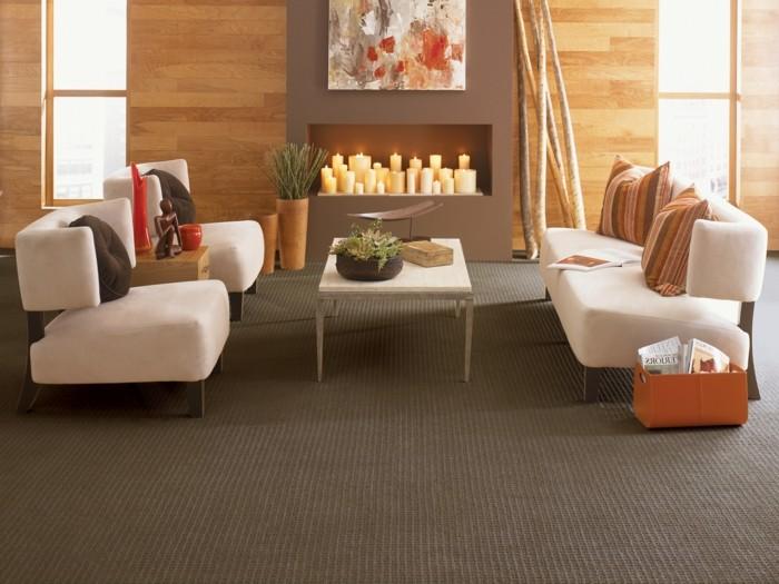 schönes wohnzimmer teppichboden helle möbel kamin