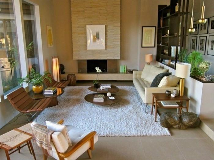 schönes wohnzimmer weßer teppich retro pflanzen