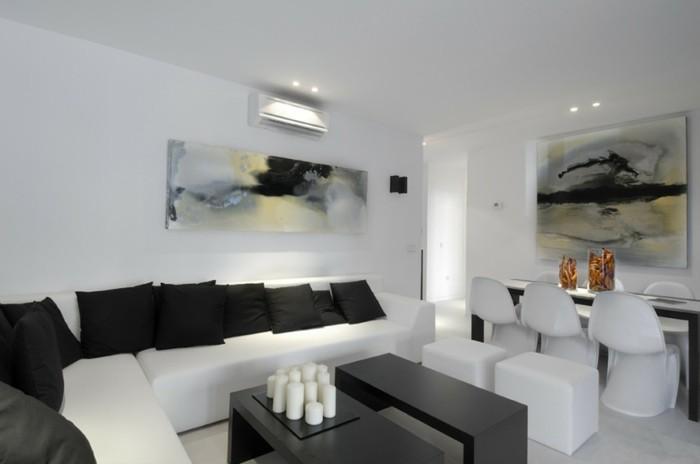 schönes wohnzimmer weiß schwarz farbkontrast kerzen