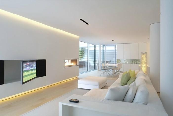 schönes wohnzimmer weiße wände led beleuchtung heller bodenbelag