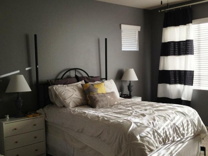 schlafzimmer grau graue wände gardinen streifen