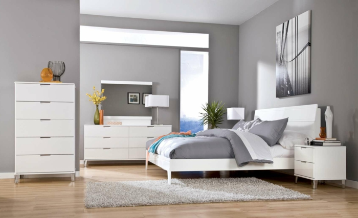 schlafzimmer grau hellgraue wände teppich weiße möbel