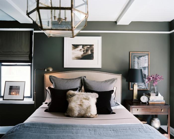 schlafzimmer grau raffrollo dekokissen blumendeko