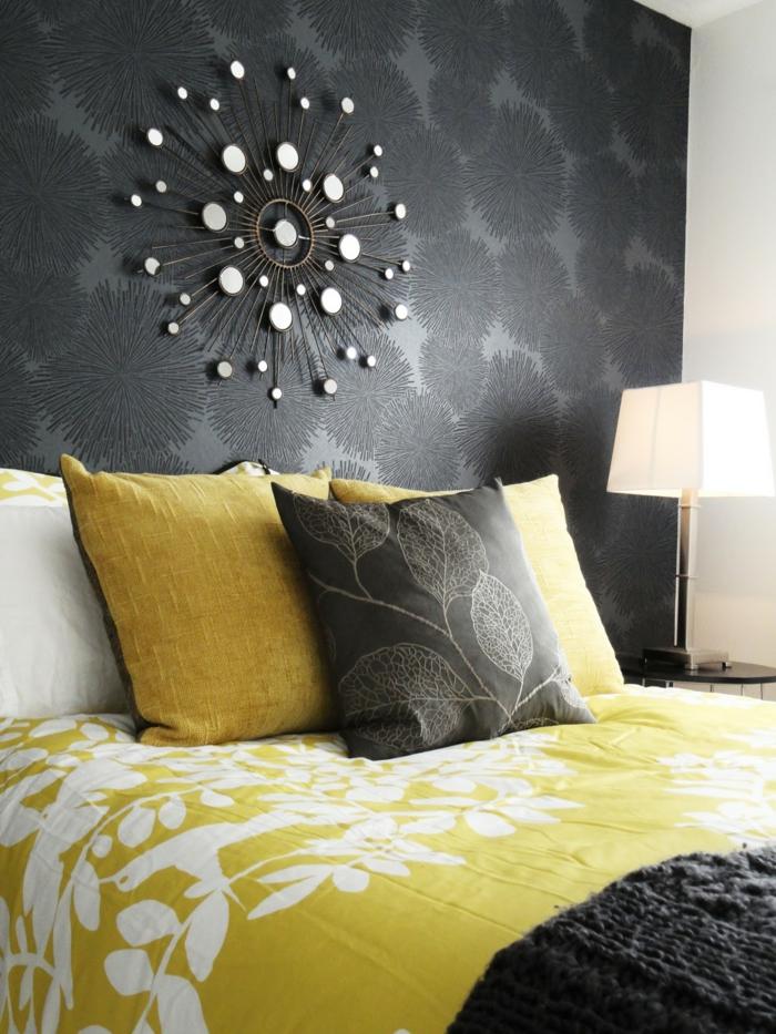 Schlafzimmer grau 88 schlafzimmer mit deutlicher pr senz for Wandtapete grau
