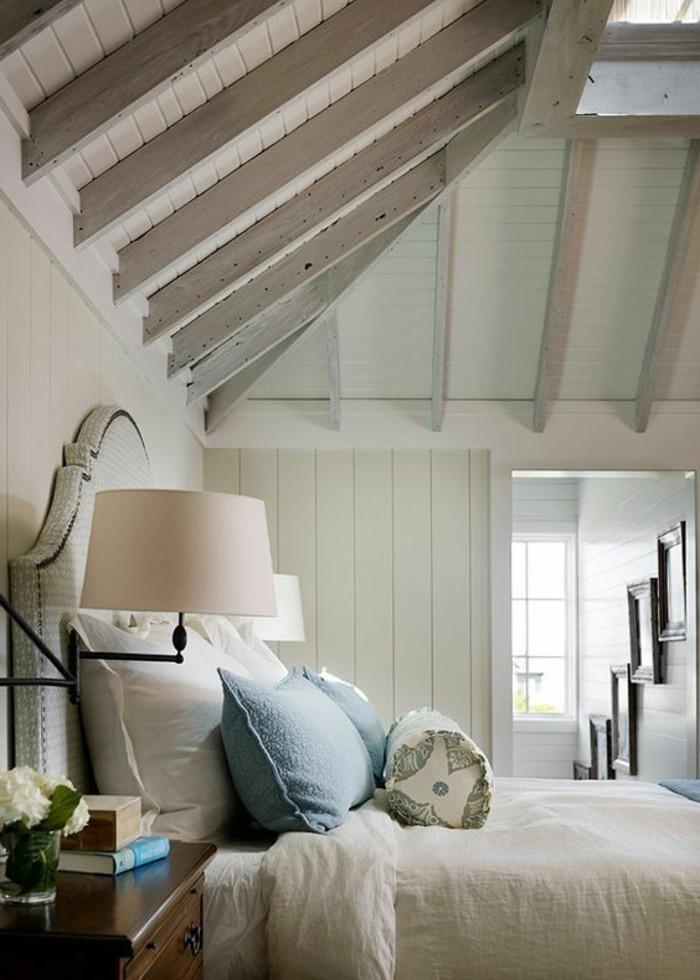 schlafzimmer landhausstil dachschräge helles ambiente elegantes bettkopfteil
