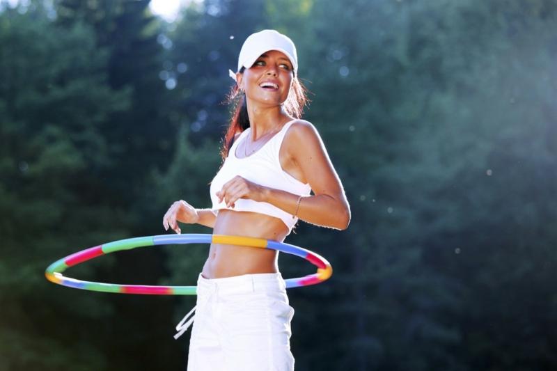 schnell und gesund abnehmen Sport treiben Hula Hoop