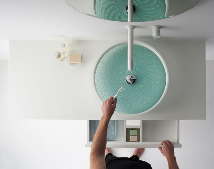 waschbecken design zähne putzen weißer waschtisch armatur