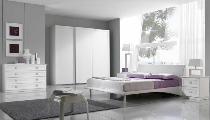 wohnideen schlafzimmer hellgrau lila akzente bodenfliesen