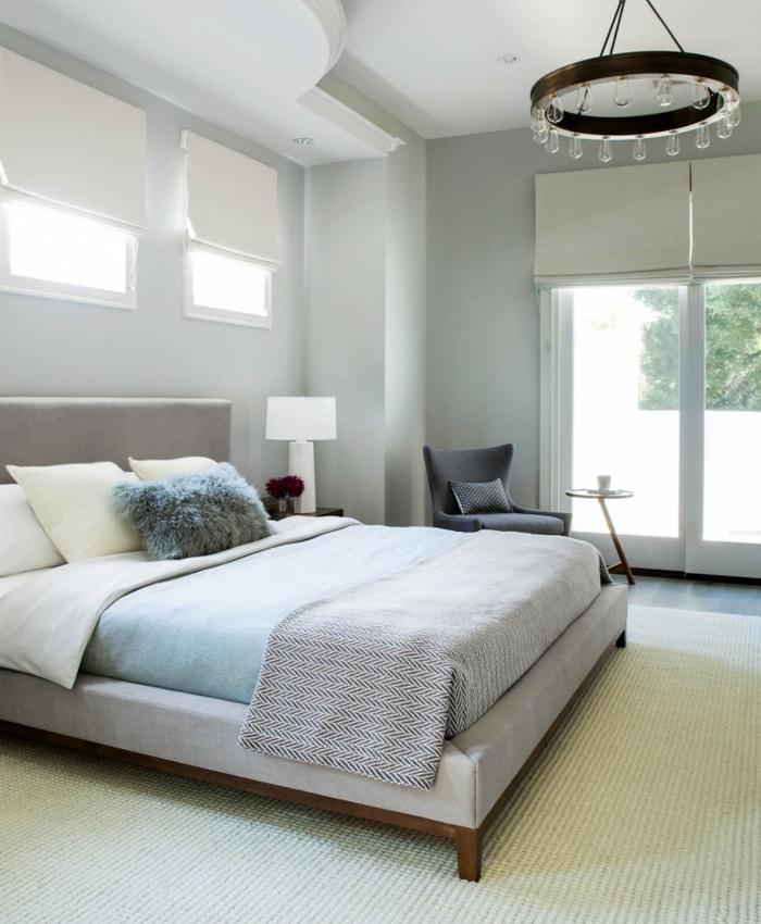 wohnideen schlafzimmer hellgraue wände teppich grauer sessel bereiche