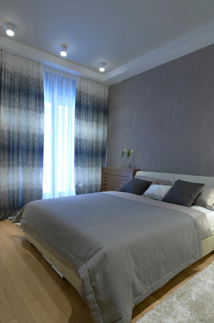 wohnideen schlafzimmer schlicht grau schöne gardinen