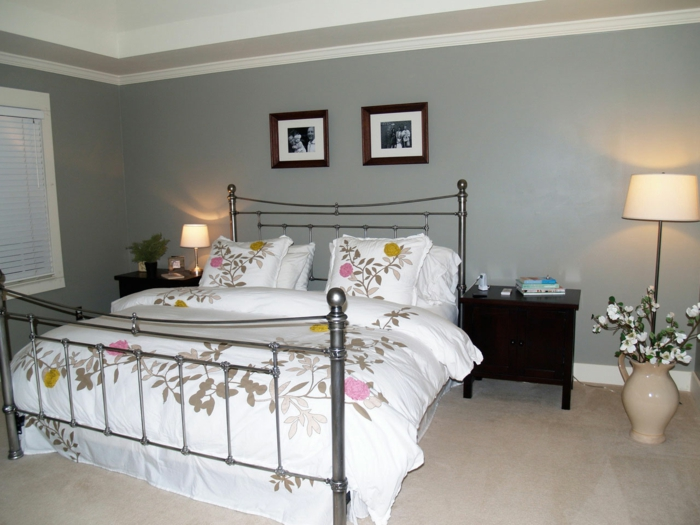 wohnideen schlafzimmer wände grau blumendeko florale elemente