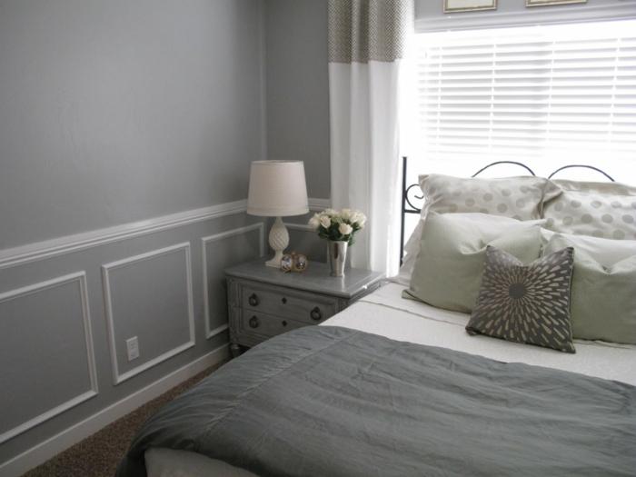 wohnideen schlafzimmer wandgestaltung hellgrau dekokissen