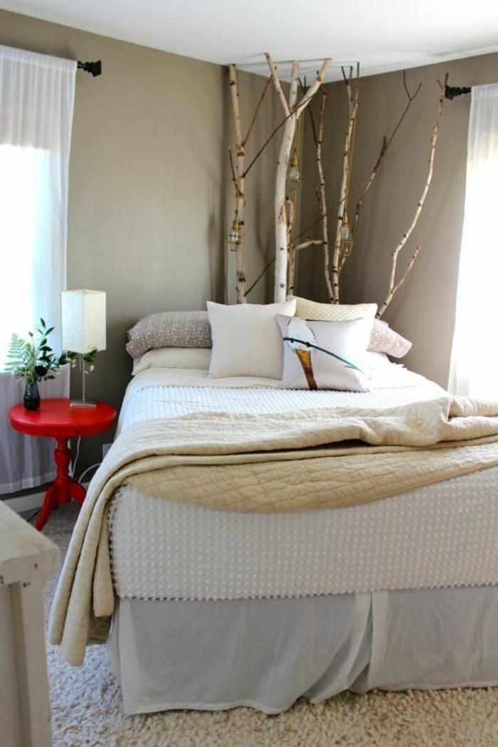 wohnideen schlafzimmer zweige deko weißer teppich