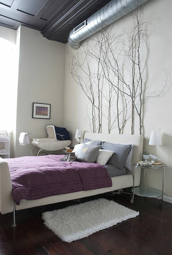 wohnideen schlafzimmer zweige lila bettwäsche holzboden