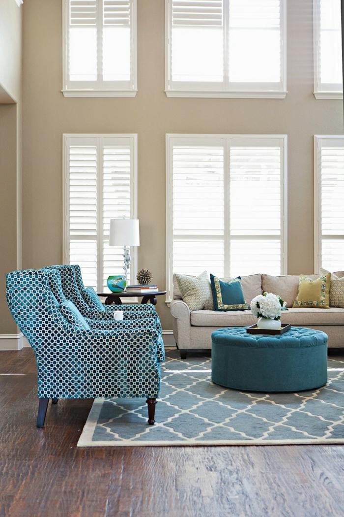 einrichtungsideen wohnideen wohnzimmer beige wände blaue stoffmuster