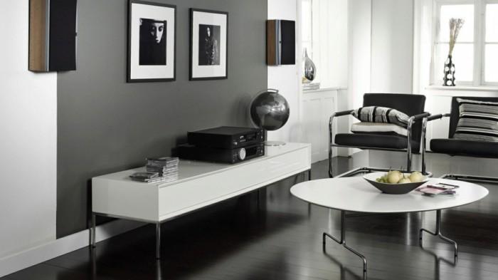 wohnideen wohnzimmer graue wandfarbe und weße möbelstücke