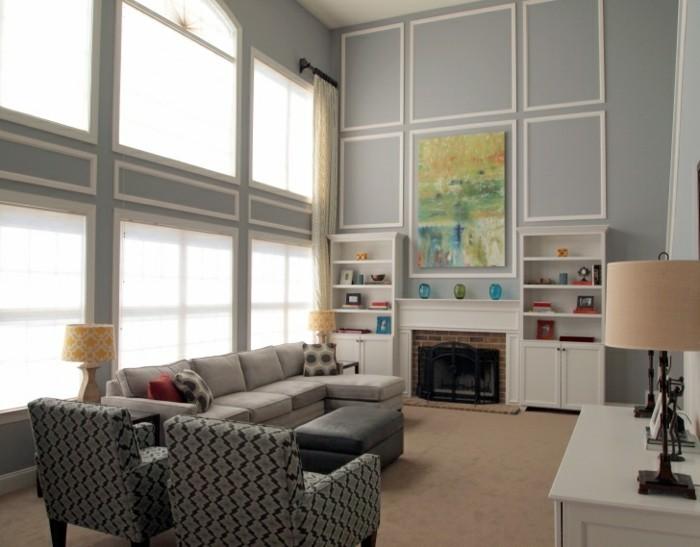 wohnideen wohnzimmer hellgraues sofa beiger teppichboden feuerstelle