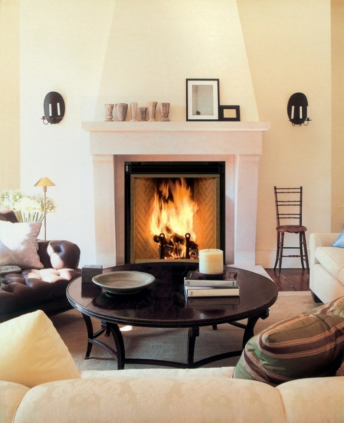 wohnideen wohnzimmer runder couchtisch kamin beige möbel
