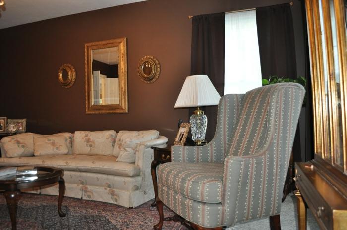wohnideen wohnzimmer wände braun wandspiegel stoffmuster
