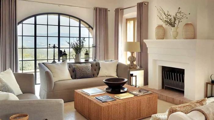 wohnideen wohnzimmer wände beige rattantisch kamin